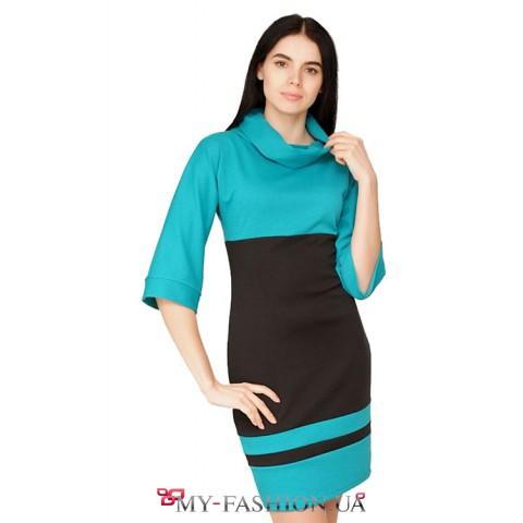 Бирюзовое трикотажное платье с широкими рукавами и воротником хомут