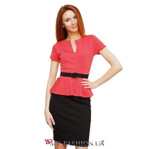 Офисное платье с розовой полочкой и черной юбкой