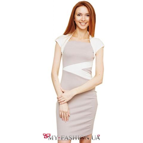 Короткое серое платье с аппликациями и маленькими рукавами