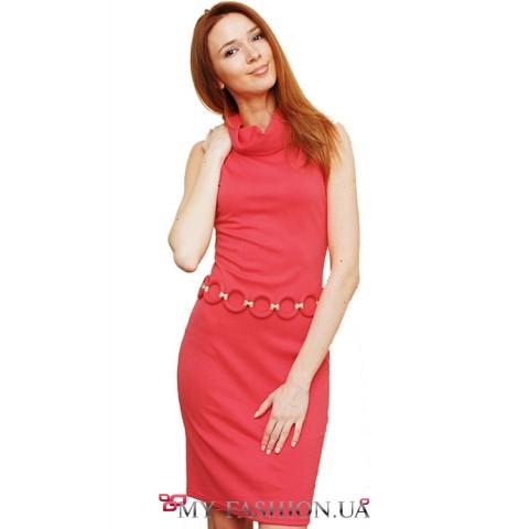 Коралловое платье без рукавов с модным поясом
