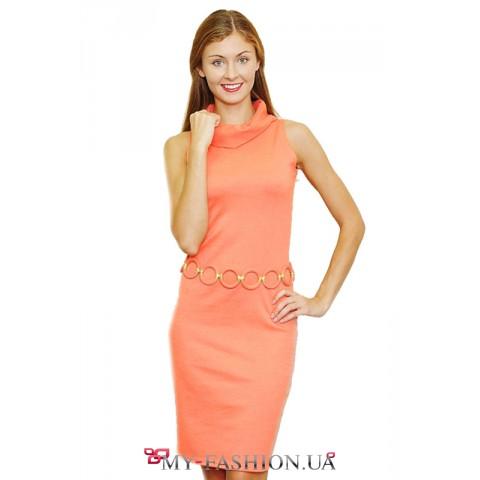 Интересное абрикосовое платье с поясом