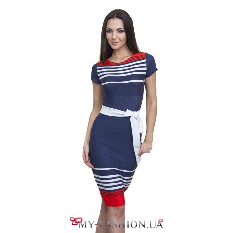 Привлекательное полосатое трикотажное платье