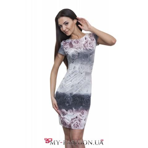 Красивое платье-футляр с короткими рукавами