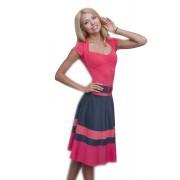 Коралловое трикотажное платье с поясом