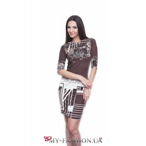 Короткое коричневое платье-футляр