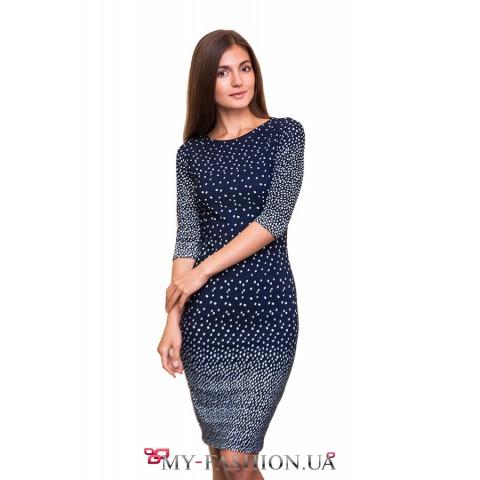 Привлекательное синее платье-футляр