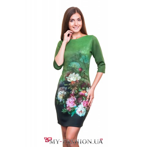 Зелёное платье с изображением пионов