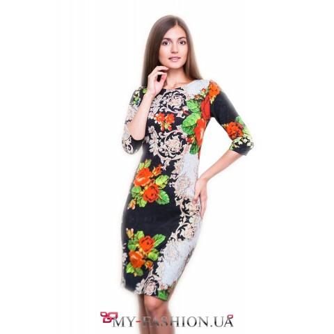 Платье средней длины с принтом красных роз