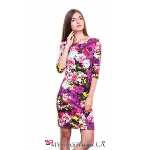 Короткое платье с ярким цветочным принтом