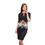 Платье средней длины с цветами на талии
