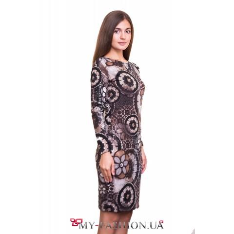 Оригинальное трикотажное платье с принтом