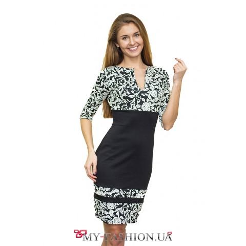 Чёрное платье-футляр с белым узором