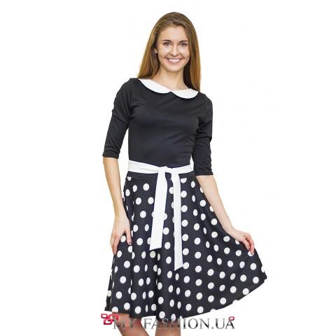 Чёрное трикотажное платье с юбкой в горошек