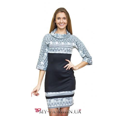 Чёрно-белое трикотажное платье с узорами