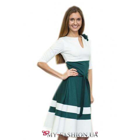 Бело-зелёное платье с широкой юбкой