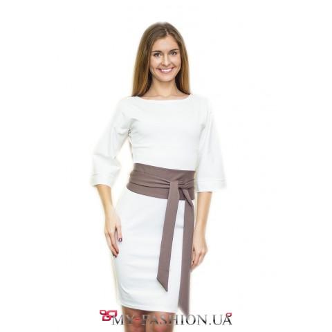 Белое платье с кофейным поясом
