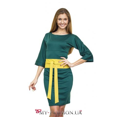 Зелёное офисное платье с салатовым  поясом