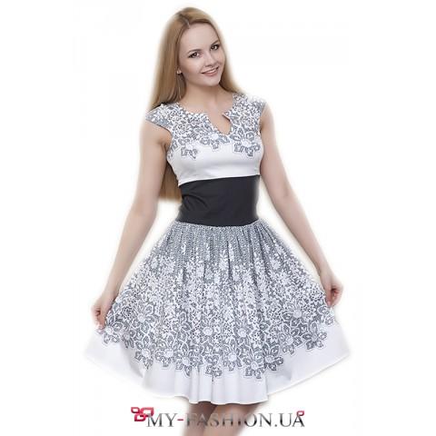Романтичное светлое летнее платье с кружевом
