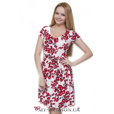 Красивое льняное белое платье с розами
