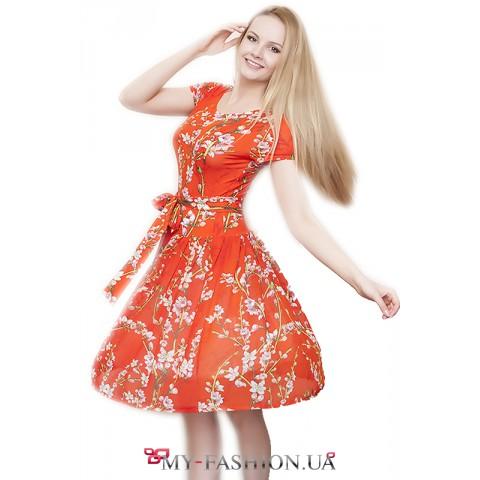 Лёгкое трикотажное платье с пышной юбкой