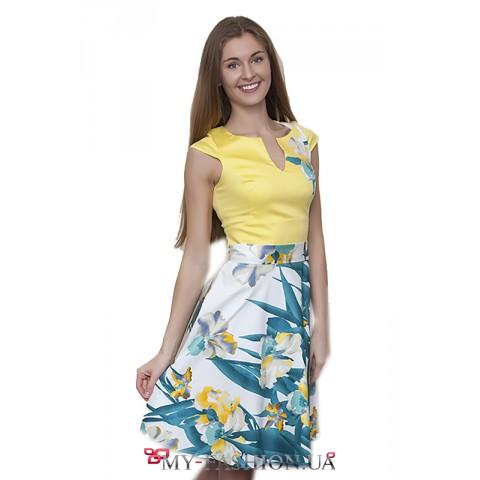 Лёгкое яркое платье с ирисами