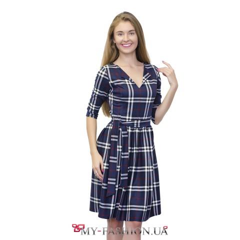 Клетчатое синее платье с юбкой в складку