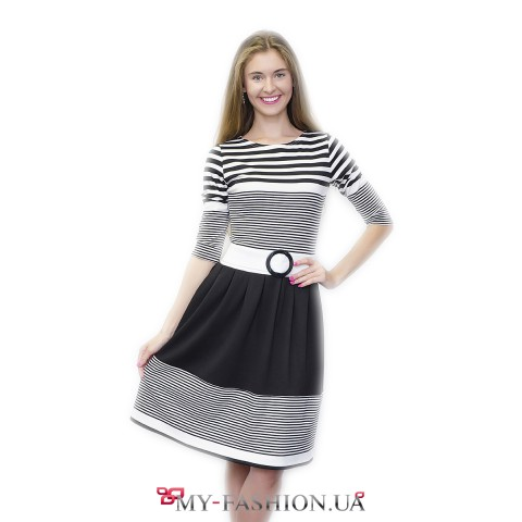 Красивое платье в чёрно-белую полоску