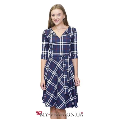 Платье с расклешённой юбкой и отложной полочкой