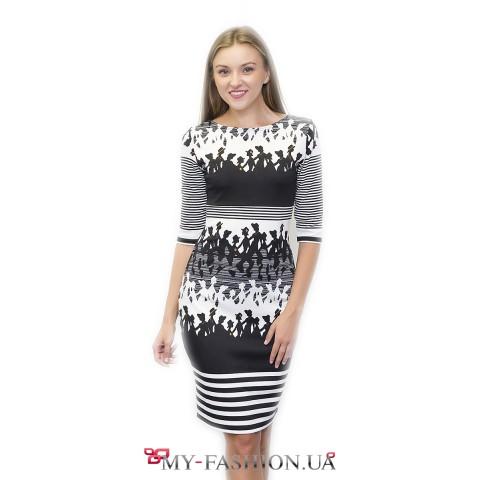 Чёрно-белое платье-футляр с оригинальным принтом