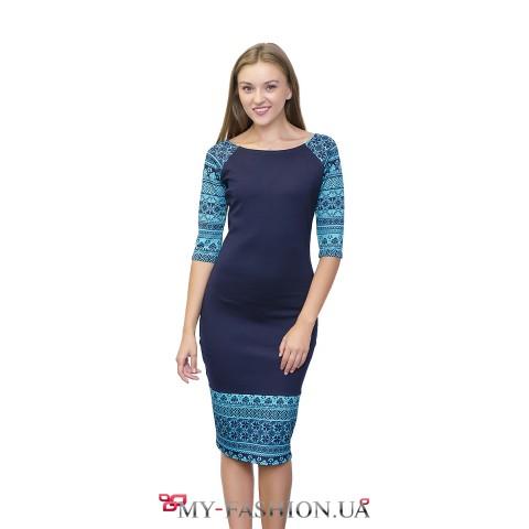 Синее платье-миди с бирюзовым орнаментом