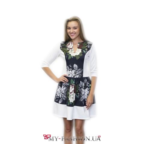 Оригинальное платье с пышной юбкой и принтом-вышивкой