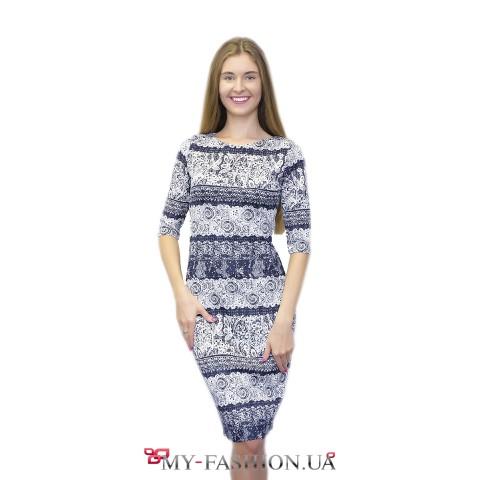 Сине-белое платье с шикарным кружевным принтом