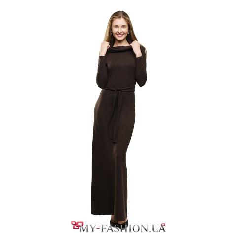 Тёплое шоколадное платье в пол с воротником-хомутом