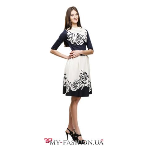 Романтичное сине-белое платье с широкой юбкой