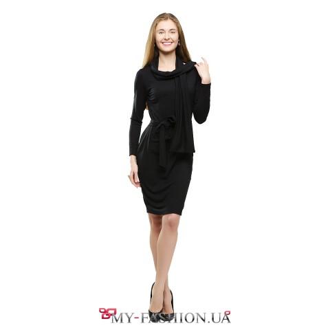 Тёплое чёрное платье-футляр с шарфом