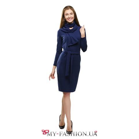 Тёплое синее платье-футляр с шарфом