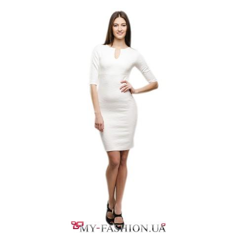 Платье-футляр белого цвета из жаккардового трикотажа
