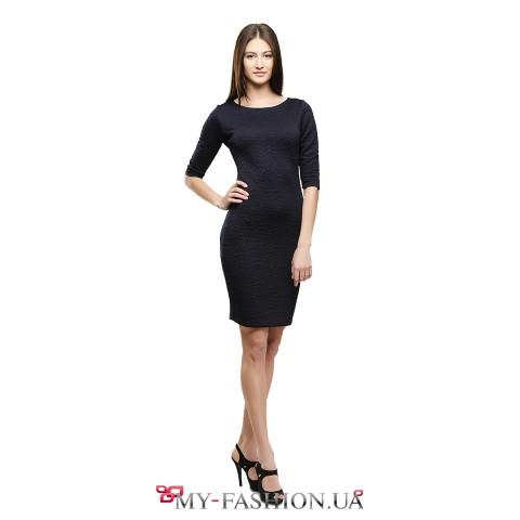 Привлекательное платье-футляр из стёганного трикотажа