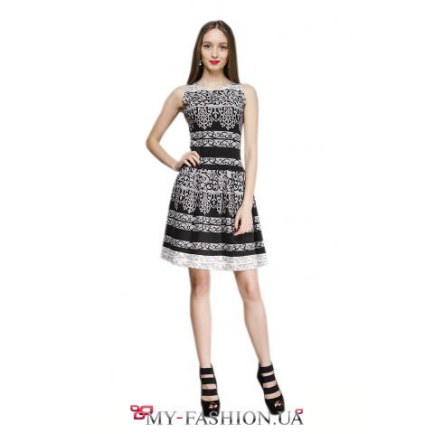 Недорогое трикотажное платье с узором