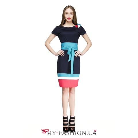 Разноцветное платье с широким поясом
