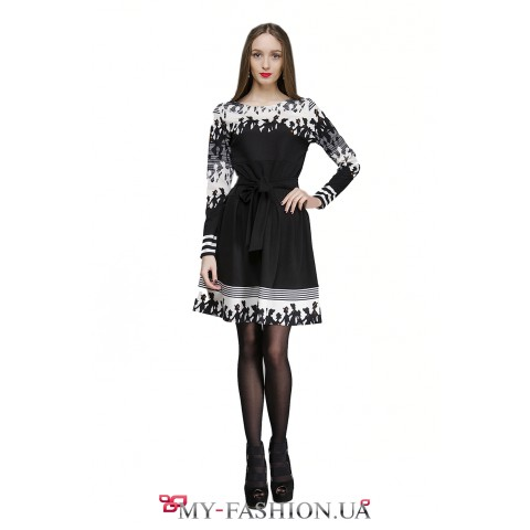 Платье для офиса с чёрно-белым принтом