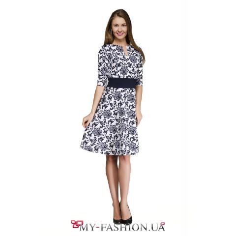 Стильное офисное платье с цветочным принтом