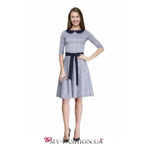 Офисное клетчатое платье с расклешённой юбкой