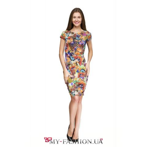 Яркое платье-футляр с принтом бабочек