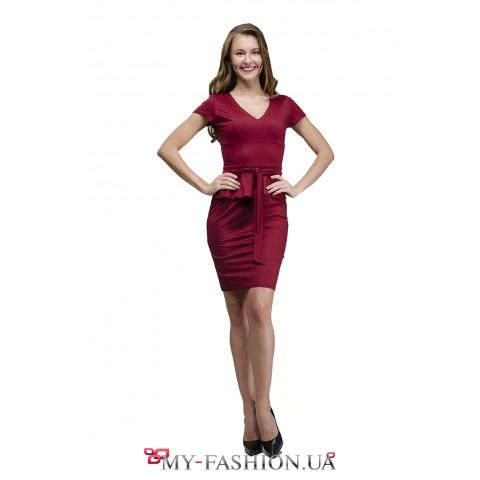 Приталенное деловое платье цвета бургунди