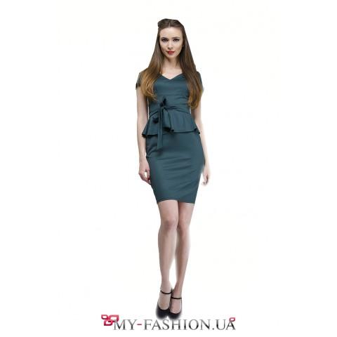 Приталенное деловое платье бутылочного цвета