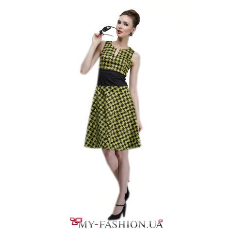 Офисное платье с узором чёрно-салатового цвета