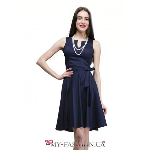 Тёмно-синее платье с расклешённой юбкой