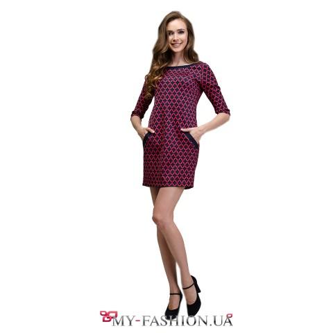 Короткое платье с красным цветочным орнаментом