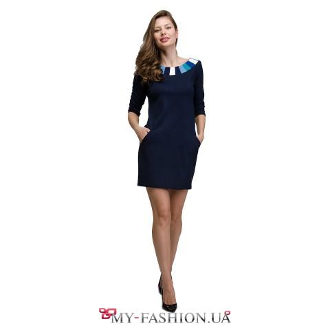 Короткое синее платье с орнаментом